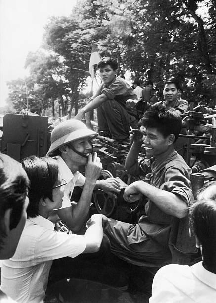 Giải phóng Sài Gòn: Những khoảnh khắc sống mãi với thời gian (chùm ảnh) ảnh 17