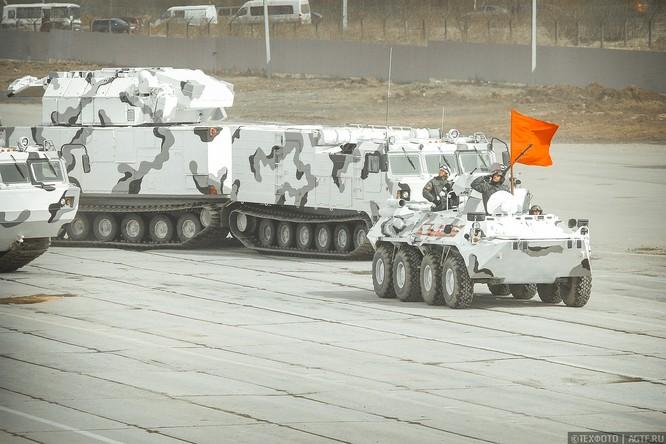 Ngắm dàn vũ khí mới Tor-M2DT và Pantsir-SA Nga tập diễu binh (video) ảnh 4