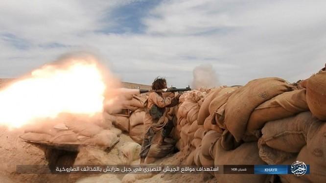 Chảo lửa Deir Ezzor: Vệ binh Syria nỗ lực phá vây IS (video) ảnh 2