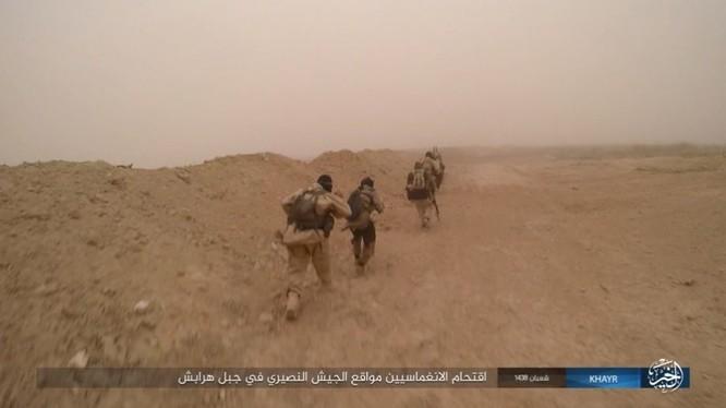 Chảo lửa Deir Ezzor: Vệ binh Syria nỗ lực phá vây IS (video) ảnh 4