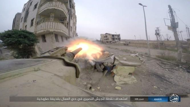 Chảo lửa Deir Ezzor: Vệ binh Syria nỗ lực phá vây IS (video) ảnh 11