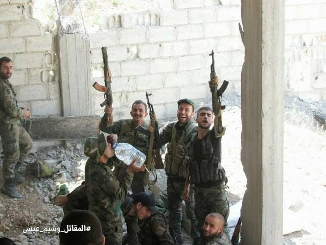 Quân đội Syria dồn lực đè bẹp phe thánh chiến ở Damascus (video) ảnh 8
