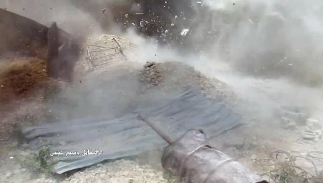Quân đội Syria dồn lực đè bẹp phe thánh chiến ở Damascus (video) ảnh 14
