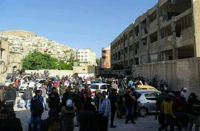 8.000 phiến quân Syria đầu hàng, giao nộp hai quận ngoại ô Damascus ảnh 4