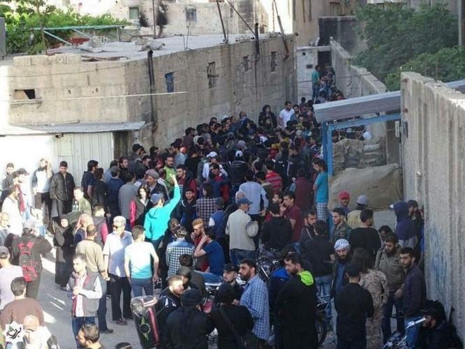 8.000 phiến quân Syria đầu hàng, giao nộp hai quận ngoại ô Damascus ảnh 6