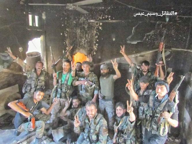 Quân đội Syria đánh phá dữ dội các quận ngoại ô Damascus (video) ảnh 1