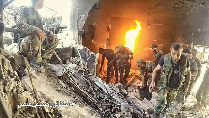 Quân đội Syria đánh phá dữ dội các quận ngoại ô Damascus (video) ảnh 4