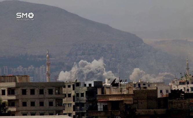 Quân đội Syria tiến công chia cắt quận Al-Qaboun ảnh 5