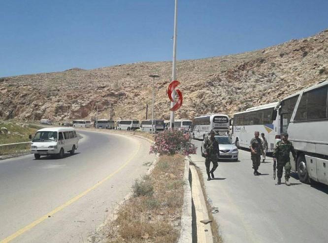 Chùm video Damascus: Phiến quân chính thức đầu hàng, giao nộp 3 quận ngoại ô Damascus ảnh 3