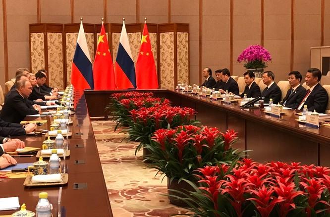 Tổng thống Nga thử đàn dương cầm tại tư dinh chủ tịch Tập Cận Bình (video) ảnh 1