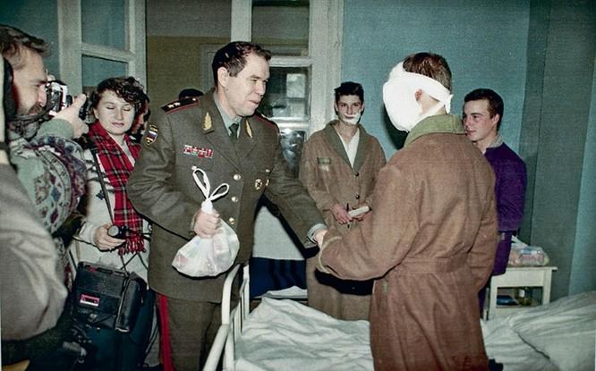 Sniper huyền thoại bắn hạ 362 phiến quân Chechnya (II) ảnh 1