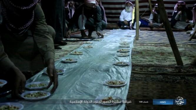 Quân đội Syria đánh bật IS khỏi mỏ khí đốt đông Palmyra (video) ảnh 6