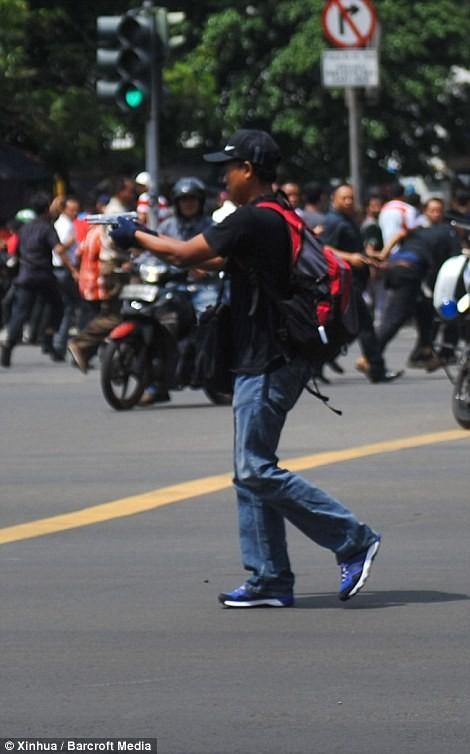 IS nhận trách nhiệm đánh bom kép kinh hoàng ở Indonesia ảnh 4
