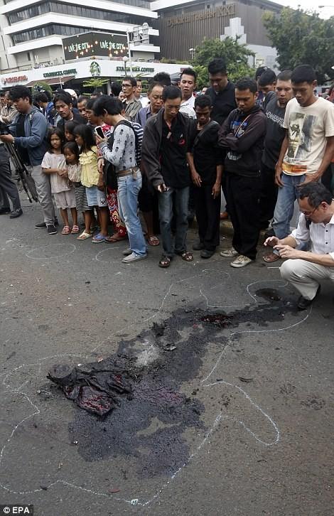 IS nhận trách nhiệm đánh bom kép kinh hoàng ở Indonesia ảnh 9