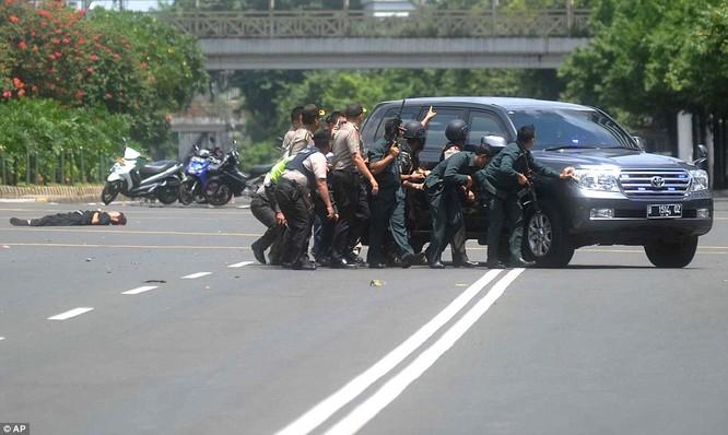 IS nhận trách nhiệm đánh bom kép kinh hoàng ở Indonesia ảnh 11