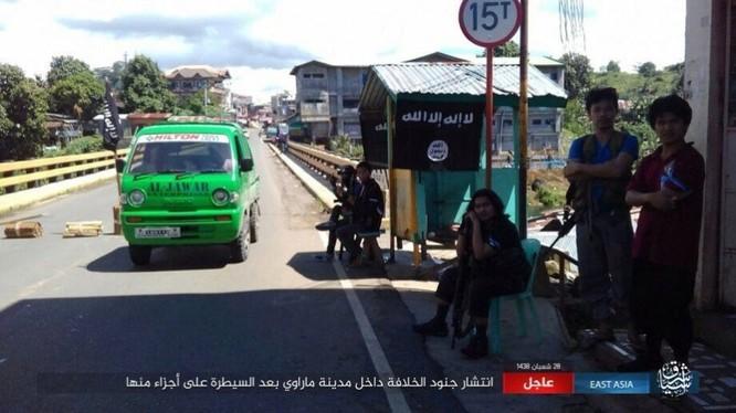 Philippines tung không quân tấn công IS, tái chiếm Marawi ảnh 2