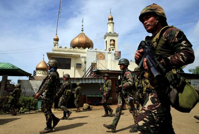 Quân đội Philippines giao chiến dữ dội với IS trong thành phố Mawavi (video) ảnh 1