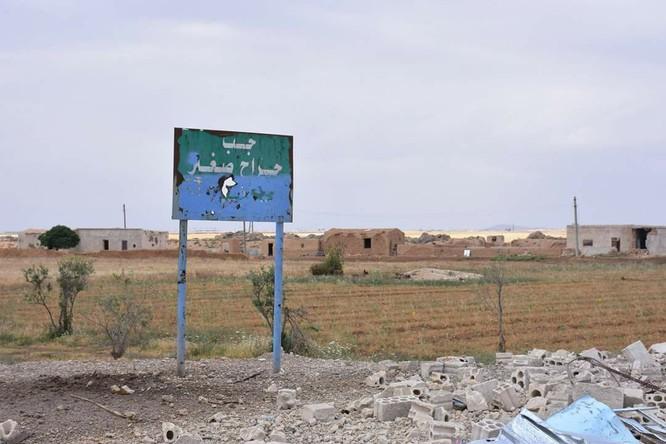 """""""Hổ Syria"""" đè bẹp IS, chỉ còn cách thị trấn cửa ngõ Raqqa 3km (video +ảnh) ảnh 12"""