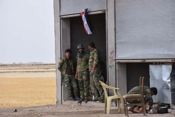 """""""Hổ Syria"""" đè bẹp IS, chỉ còn cách thị trấn cửa ngõ Raqqa 3km (video +ảnh) ảnh 13"""