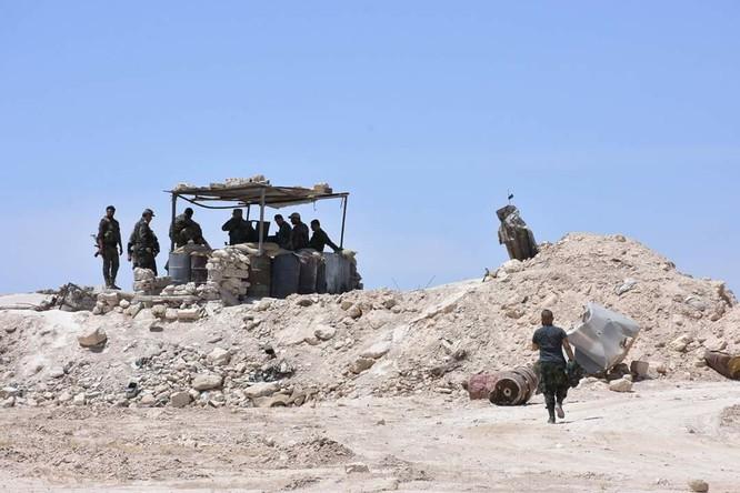 """""""Hổ Syria"""" đè bẹp IS, chỉ còn cách thị trấn cửa ngõ Raqqa 3km (video +ảnh) ảnh 14"""