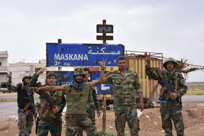 """""""Hổ Syria"""" đè bẹp IS, chỉ còn cách thị trấn cửa ngõ Raqqa 3km (video +ảnh) ảnh 15"""
