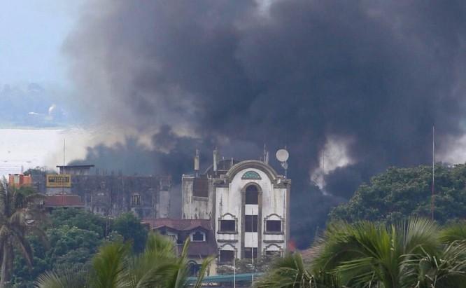 Quân đội Philippines tiêu diệt 61 tay súng IS trong chiến dịch tái chiếm Marawi (chùm video) ảnh 3