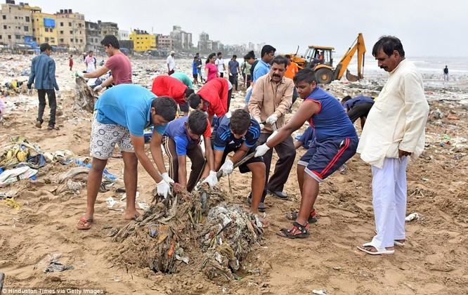 """Chiến dịch dọn rác bãi biển lớn nhất thế giới """"quét"""" hơn 5.000 tấn rác ảnh 3"""