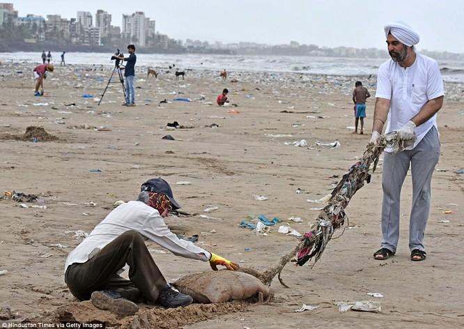 """Chiến dịch dọn rác bãi biển lớn nhất thế giới """"quét"""" hơn 5.000 tấn rác ảnh 5"""