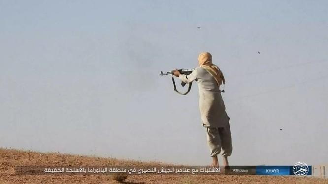 """IS dốc toàn lực tấn chiếm Deir Ezzor, quân đội Syria """"ngàn cân treo sợi tóc"""" ảnh 12"""