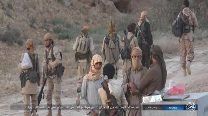"""IS dốc toàn lực tấn chiếm Deir Ezzor, quân đội Syria """"ngàn cân treo sợi tóc"""" ảnh 13"""