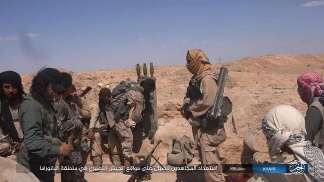 """IS dốc toàn lực tấn chiếm Deir Ezzor, quân đội Syria """"ngàn cân treo sợi tóc"""" ảnh 14"""