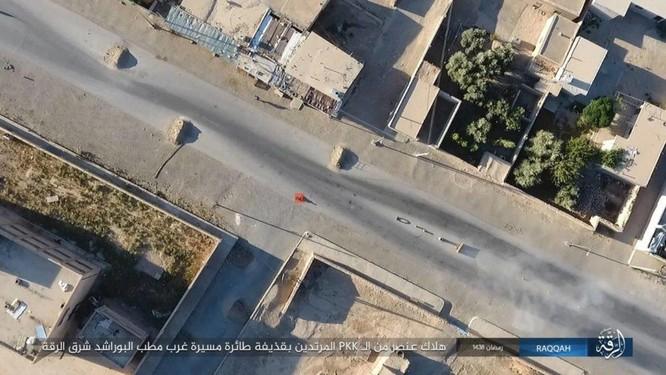 """Chiến sự Syria: SDF tấn chiếm 4 quận ngoại ô """"thủ đô"""" IS (video) ảnh 5"""