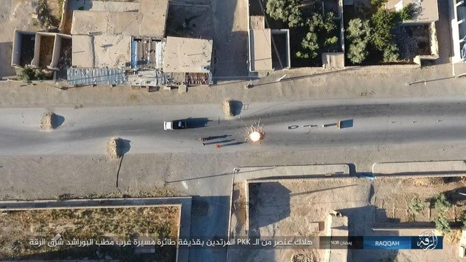 """Chiến sự Syria: SDF tấn chiếm 4 quận ngoại ô """"thủ đô"""" IS (video) ảnh 6"""