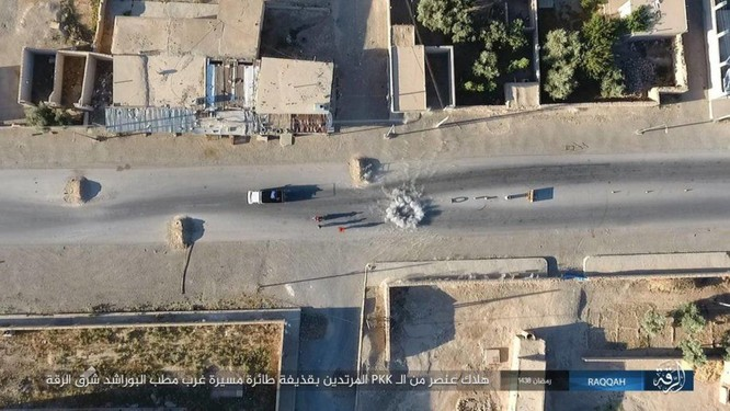 """Chiến sự Syria: SDF tấn chiếm 4 quận ngoại ô """"thủ đô"""" IS (video) ảnh 7"""