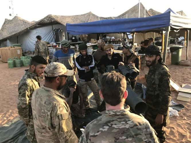Chiến sự Syria: Đặc nhiệm Mỹ huấn luyện chiến đấu, tuần tra cùng phiến quân (video) ảnh 1