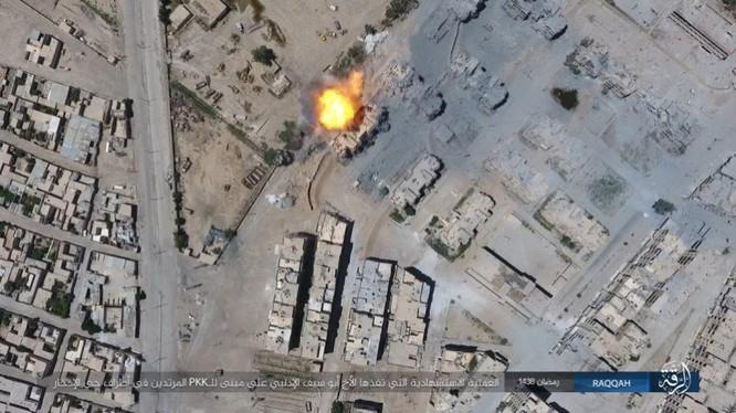 2.000 tay súng IS bị vây chặt, người Kurd Syria tuyên độc lập sau khi chiếm Raqqa ảnh 9