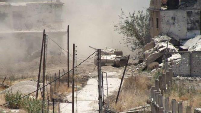 Quân đội Syria trút bão lửa vào hai căn cứ phiến quân ngoại vi Damascus ảnh 1