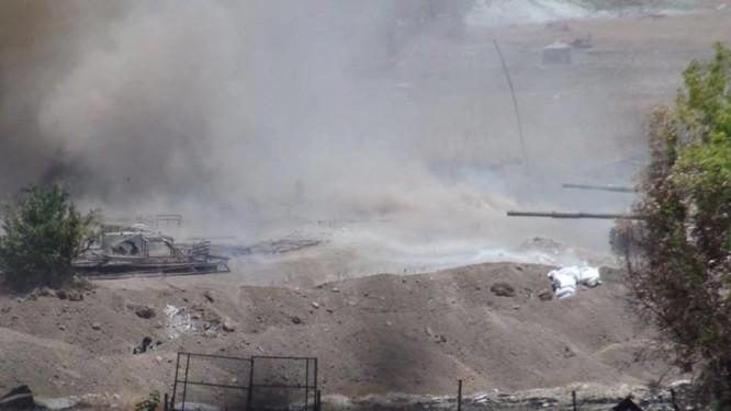 Quân đội Syria trút bão lửa vào hai căn cứ phiến quân ngoại vi Damascus ảnh 3