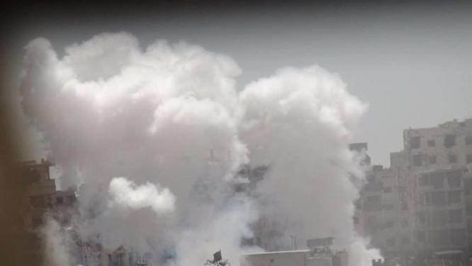 Quân đội Syria trút bão lửa vào hai căn cứ phiến quân ngoại vi Damascus ảnh 5