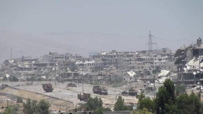 Quân đội Syria trút bão lửa vào hai căn cứ phiến quân ngoại vi Damascus ảnh 6