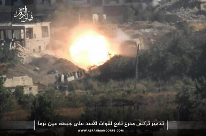 Phiến quân ngoại vi Damascus liều chết chống trả quân đội Syria ảnh 3
