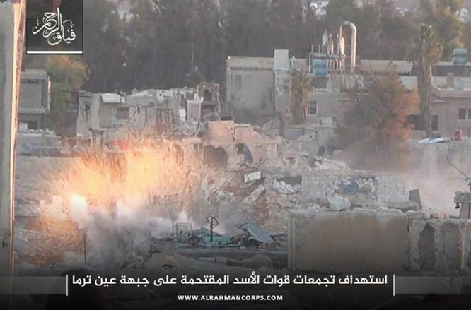 Phiến quân ngoại vi Damascus liều chết chống trả quân đội Syria ảnh 6