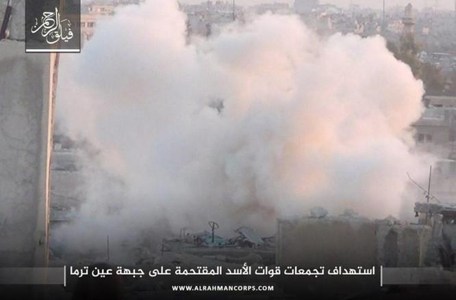 Phiến quân ngoại vi Damascus liều chết chống trả quân đội Syria ảnh 7