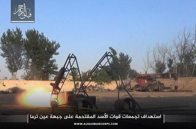 Phiến quân ngoại vi Damascus liều chết chống trả quân đội Syria ảnh 9