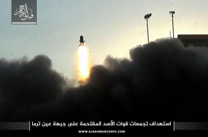 Phiến quân ngoại vi Damascus liều chết chống trả quân đội Syria ảnh 11
