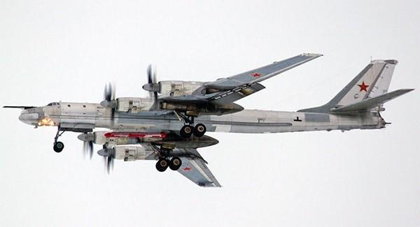 Nga lại tung không quân chiến lược tấn công IS tại Syria ảnh 1