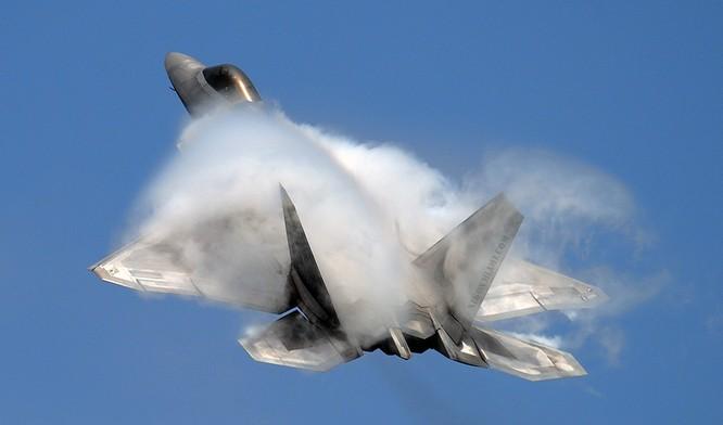 Mãn nhãn F-22 khoe kỹ năng bay siêu cấp ảnh 1