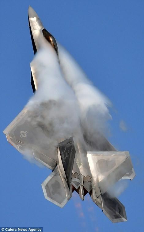 Mãn nhãn F-22 khoe kỹ năng bay siêu cấp ảnh 8
