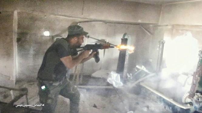 Vệ binh Syria tiến sâu vào sào huyệt phiến quân đông Damascus ảnh 3