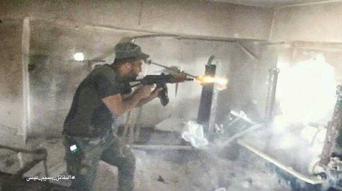 Quân đội Syria chọc thủng tuyến phòng ngự phiến quân ngoại vi Damascus ảnh 1